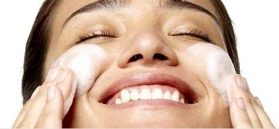 https://www.nuskin.com/content/corpcom/en_US/thesource/skincare/the-importance-of-washing-your-face/jcr%3Acontent/bodyContent/textimage/image.img.jpg/1498161d1fe-cache.jpg