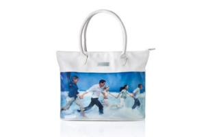 Show the world your Nu Skin passion with this signature bag